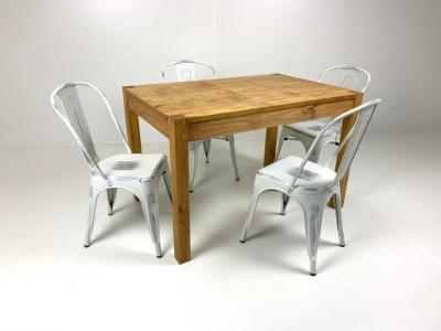 Comedor rectangular con 4 sillas Tolix blancas Antique